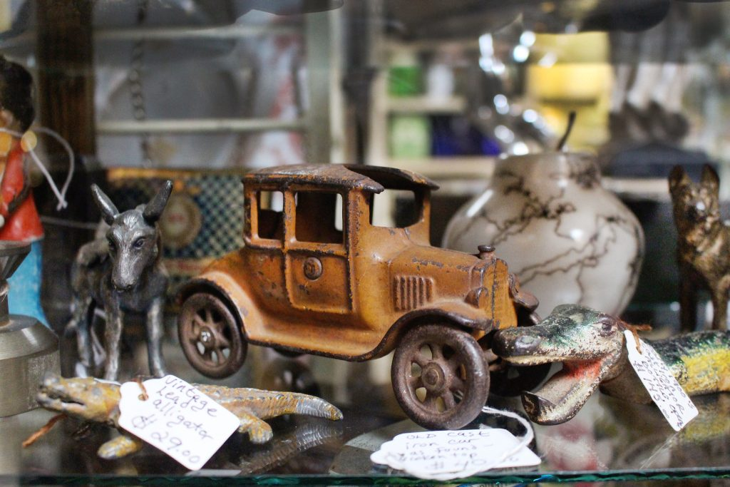 Antiques_Apple_Tree_Mall_Free_Things_To_Do_In_Branson_Mo